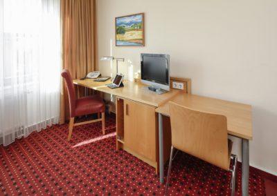 Zimmer mit Arbeitsplatz